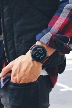 Check the forecast on your Q Marshal display smartwatch! We're thinking it's sweater weather. via @ der_ipsni