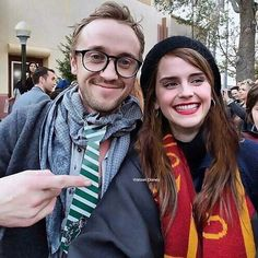Tom Felton (Draco Malfoy) and Emma Watson (Hermione Granger). Draco Harry Potter, Harry Potter Tumblr, Memes Do Harry Potter, Images Harry Potter, Fans D'harry Potter, Mundo Harry Potter, Harry Potter Ships, Harry Potter Universal, Harry Potter Characters