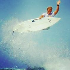 #surf#surfing#aerial#summer#ripcurlpro#joshkerr#bellsbeach#awesome#extreme#chill#ripcurl#cool  22 year old Josh Kerr at Bells Beach Australia gets sick air while competing at the Rip Curl Pro by grommie.surf.nz http://ift.tt/1KnoFsa