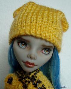 Monster High * Ghoulia Yelps* repaint *custom doll *ähnlich Barbie*OOAK doll in Jouets et jeux, Poupées, vêtements, access., Poupées mannequins, mini   eBay