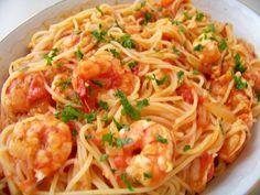 Espaguete com molho de camarão