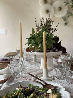 today on eye-swoon.com Apartment Decorating On A Budget, Decorating Your Home, Vogue Living, Christmas Table Settings, Home Decor Kitchen, Colour Schemes, Diy Design, Interior Design, Cheap Home Decor