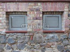 Kellerfenster im Mauerwerk eines Altbau in Wettenberg Krofdorf-Gleiberg bei Gießen in Hessen