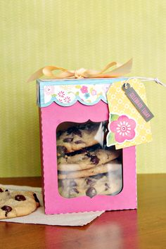 Cookie Stacker box by Christine Ousley (using cutting files designed by Lori Whitlock).