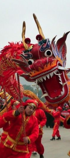 Dragon Dance In Beijing China .I used to be called the Dragon Lady.I tell myself it's because I so much love dragons. Beijing China, We Are The World, People Of The World, Wonders Of The World, Cultures Du Monde, World Cultures, Vietnam, Japan Kultur, Laos