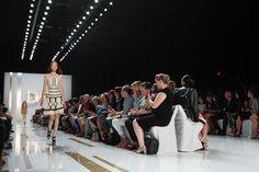 Diane Von Furstenberg NYFW Primavera 2014: http://juliapetit.com.br/moda/nyfw-6/