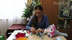 """Ручной букет из конфет с игрушкой. Подробный видео мастер-класс для начинающих """"Как сделать ручной букет из конфет с игрушкой"""". Другие мастер к..."""