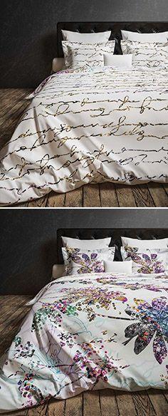 Dit dubbelzijdige dekbedovertrek is van vele markten thuis! De paarse orchideeën gevuld met kraaltjes en pailetten en prachtige handgeschreven teksten maken dit overtrek uniek. Comforters, Blanket, Studio, Creature Comforts, Quilts, Studios, Blankets, Cover, Bed Covers