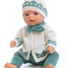 Jakke, bukse, lue og skjerf - Viking of Norway Knitted Doll Patterns, Baby Sweater Knitting Pattern, Knitted Dolls, Doll Clothes Patterns, Baby Knitting Patterns, Girl Dolls, Baby Dolls, Baby Born Clothes, Baby Suit