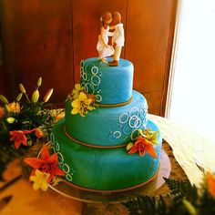 3 tiers cake in turquoise and blue marble. Texture over the fondant and gum paste rings simulating bubbles. 3 Tier Cake, Tiered Cakes, Gum Paste, Pastries, Fondant, Turquoise, Beach, Kitchen, Desserts