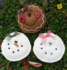 Items similar to PDF Digital Sewing Pattern - Yummy Cookie ornaments on Etsy Gingerbread Crafts, Snowman Crafts, Christmas Gingerbread, Christmas Projects, Felt Crafts, Holiday Crafts, Felt Snowman, Felt Diy, Felt Christmas Ornaments