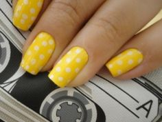 yellow and white polka dots for my toesies