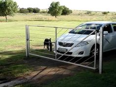 No more wasted time opening and closing gates in those areas onto the road or… now this is using ya work smarter not harder! Electric Cattle, Electric Gates, Diy Gate, Diy Fence, Fence Ideas, Yard Ideas, Farm Gate, Farm Fence, Cattle Gate