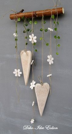 super simple but cute DIY decoration: hang hearts and flowers on wooden posts - wooden ideassuper simple but cute DIY decoration: hanging hearts and flowers on wooden posts super simple but cute DIY decoration: hanging Clay Crafts, Wood Crafts, Diy And Crafts, Arts And Crafts, Diy Clay, Diy Wood, Craft Projects, Projects To Try, Wood Projects