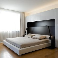 lit pont noir et blanc et tête de lit design avec rangement