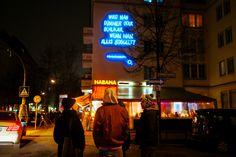 Samstag, 12.03., 00.35 Uhr – Friedrichshain, Grünberger Straße: Nachtschwärmer-Philosophie. © Brae Talon