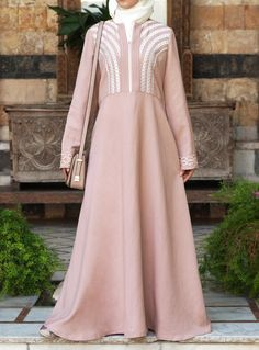 Latest frock style abaya bring variation in styling. Now you can turn your dressing style and enjoy Modest Maxi Dress, Modest Outfits, Modest Wear, Modest Clothing, Maxi Dresses, Abaya Fashion, Muslim Fashion, Fashion Outfits, Hijab Style Dress