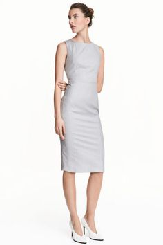 Sleeveless dress: Fitted, sleeveless, knee-length dress in a soft weave with a visible zip and slit at the back. Lined.