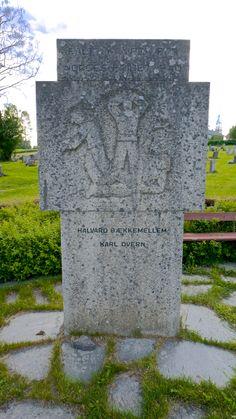 Krigsminnemerke av Ståle Kyllingstad (1903 - 1987) Ved Vardal kirke
