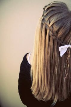 love this hair style, so simple yet pretty