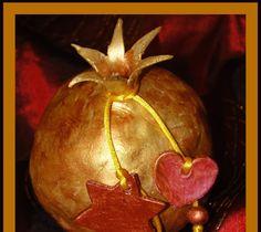 Το γούρι του σπιτιού    ΄Εφτιαξα το ρόδι αυτή τη φορά με πηλό όπως είχα υποσχεθεί .  Με αφορμή το σχόλιο της blogοφίλης αχτίδα στην αναρ... Lucky Charm, Pomegranate, Pumpkin, Charmed, Granada, Pumpkins, Pomegranates, Squash