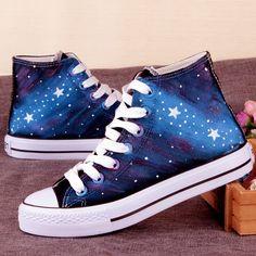 Zapatillas como de galaxia  Entre azul y morado y otros  Me encantaron son hermosos