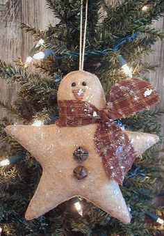 how a Snowman star.how about using white felt instead of burlap. I know this is supposed to be a country decoration but snowmen need to be white! Burlap Christmas, Felt Christmas, Christmas Snowman, Winter Christmas, Handmade Christmas, Christmas Holidays, Country Christmas, Snowman Crafts, Christmas Projects