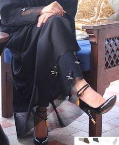 Bees on black net . Iranian Women Fashion, Islamic Fashion, Black Women Fashion, Muslim Fashion, Modest Fashion, Fashion Dresses, Womens Fashion, Dubai Fashion, Abaya Fashion