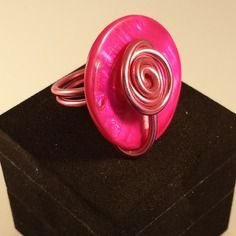 "Bague ""pastille fuchsia"" en fil d'aluminium rose et perle pastille fuchsia"