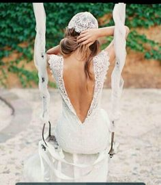 backless wedding dress.love it x