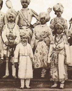 India Delhi Durbar 1911 Little princes attendant on the King-Emperor and the Queen-Empress. Ancient Indian History, History Of India, Vintage Photographs, Vintage Photos, Duleep Singh, Delhi Durbar, Indian Prince, Asian Photography, Royal Indian