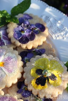 pansy cookies - so cute & untraditional - leaves me inspired to plan a whole garden tea party around them!