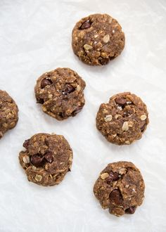 How good do these look?! Flourless Almond Butter Oatmeal Chocolate Chip Cookies - these cookies have no flour or butter. No refined sugars added and you can use carob chips instead of chocolate chips!