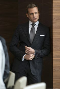 Harvey Specter is the best dressed man on TV for more reasons than one. Here's a comprehensive guide on how the Suits leading man does it and how you can get the look yourself Gabriel Macht, Harvey Specter Anzüge, Trajes Harvey Specter, Fashion Tv, Mens Fashion Suits, Mens Suits, Suits Usa, Grey Suits, Suits Harvey