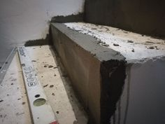 Hrany schodov sa vyrovnali sanačnou maltou ART103 z nášho e-shopu.  www.art4you.sk #art4you #art4youpodlahy #rekonštrukcia #sanácia #sanáciaschodov #schody