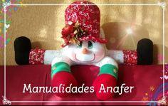 Preciosos muñecos cojines, elaborados con material de buena calidad. Ideal para la decoraciónde sus hogares en épocanavideña. Son cuatro... Felt Christmas, Merry Christmas, Christmas Ornaments, Santa Doll, Lavander, Felt Patterns, Snowman Crafts, Elf On The Shelf, Holiday Decor