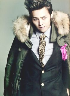 G Dragon - suits make me drool. sorry