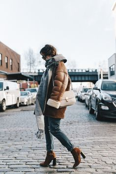 Denim_Lover-Topshop_Jeans-Vintage_Coat-Grey_Scarf-Brown_Booties-Navy_Sweayer-Denim_Shirt-Braids-NYFW-New_York_Fashion_Week-Street_style-Celine_Bag-Vestiaire_Collective-35
