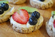 What Would Jeanna Cook: Mini Fruit Pizzas