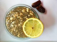 This lemon chia pudding is a lovely, refreshing and satiating breakfast. I used sweet gooey dates to sweeten the pudding. The recipe is incredibly easy. Chia Puding, Dried Dates, Date Recipes, Plant Protein, Recipe Please, Pudding Recipes, Stevia, Matcha, Oatmeal