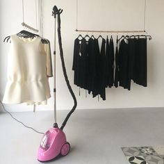 Różowy SteaMaster w butiku @sisters.female prezentuje się znakomicie! A Wy macie już swój?  #femalewarsaw #polskamarka #fashionbrand #steamaster #prasowaczparowy #steamer #rozowy #prasujemy #prasowanie #prasuje #prasujparapl