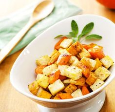 Easy Roasted Root Vegetables - this simple roasted root vegetables recipe is an easy Thanksgiving side for people on different diets. It's gluten, grain, and dairy-free, paleo and vegan! Roasted Root Vegetables, Paleo Vegetables, Veggies, Paleo Thanksgiving, Seasonal Food, How To Eat Paleo, Paleo Recipes, Delicious Recipes, Delicious Dishes