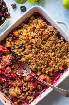 Sweet & tangy Apple & Blackberry Crumble - made with less than 10 ingredients and cooked in one dish! Paleo + Vegan I am hereby declaring it Blackberry Week here on A Saucy Kitchen! Blackberry And Apple Crumble, Blackberry Crumble, Blackberry Recipes, Fruit Crumble, Plum Crumble, Crumble Recipe, Vegan Snacks, Vegan Recipes, Deserts
