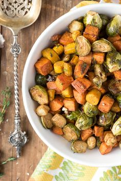 Herb-Roasted-Garlic-Brussels-Sprouts-Sweet-Potatoes-and-Carrots. Halve Brussels and cut sweet potatoes in large wedges as they cook the fastest! Added half a large sweet onion, thinly sliced. bake in lower half of oven. Sprouting Sweet Potatoes, Roasted Potatoes And Carrots, Grilled Sweet Potatoes, Baked Carrots, Roasted Root Vegetables, Healthy Vegetables, Veggies, Healthy Food, Easy Thanksgiving Recipes