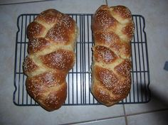 The Best Bread Machine Challah - I just tried this. The recipe tastes good, but I would recommend adding an extra cup of flour. The dough right out of the bread machine is quite goopy. Challah Bread Machine Recipe, Best Bread Machine, Ma Baker, Bread Maker Recipes, Jewish Recipes, Bread Rolls, The Best, Cooking Recipes, Yummy Recipes