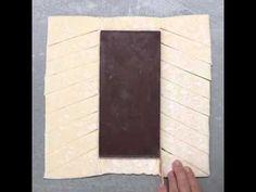 Trança folhada de chocolate e amêndoas Receita: Massa folhada pronta Sua barra favorita de chocolate Ovo batido para pincelar Suas castanhas favoritas (nós u...