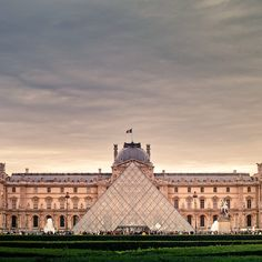 musée du louvre + pyramid, paris, france | travel destinations in europe + museums #wanderlust ❅