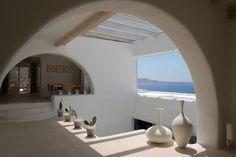 Согласно последним изменениям в налоговом законодательстве Греции, ставка налога для покупателей при переходе собственности недвижимости снижена с 10% до 3%. Это применимо к тем объектам недвижимости, разрешение на постройку которых выдано до 1 Января 2006 года, а так же к земельным участкам. При пр
