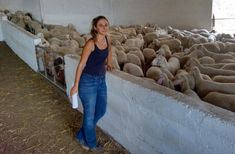 Από ηθοποιός στο Λονδίνο έγινε κτηνοτρόφος στο Αιτωλικό και.. άλλαξε τη ζωή της