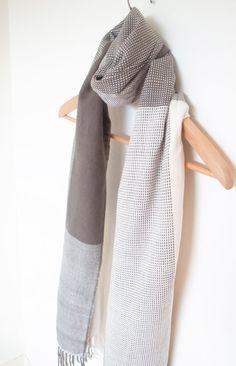 Cashmere cotton scarf handwoven by Handarbete on Etsy Foulard, Tissage,  Écharpe En Cachemire, 22dfa0dbd50